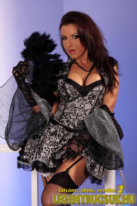 legenybucsu-erotikus-show- elegáns lady sztriptiz