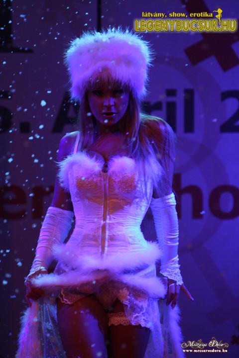legenybucsu-erotikus-show-hokiralyno-sztriptiz